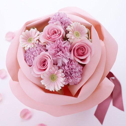 バラの形の花束ペタロ・ローザ「フェミニンピンク」
