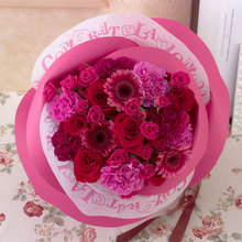 バラの形の花束 ペタロ・ローザ「セレブラール」