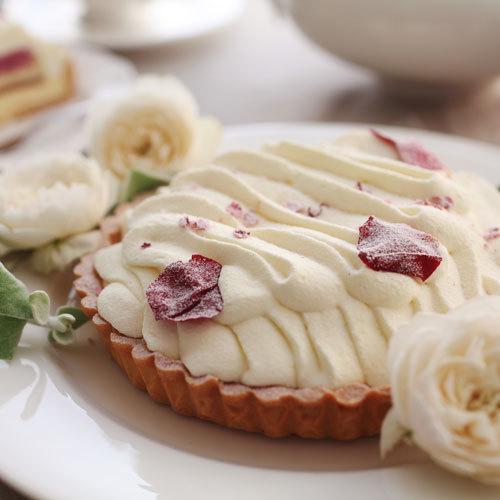 お花のスイーツ「花咲くローズチーズタルト」
