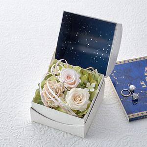 プリザーブド&アーティフィシャルアレンジメント「オルゴールフラワー(星に願いを)ホワイト」の商品画像
