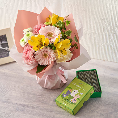 【ペットのお供え用】そのまま飾れるブーケ「お花に想いを託して」とお線香のセット