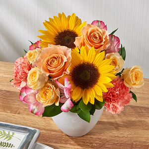 アレンジメント「7月の旬の花 ラフィット」の商品画像