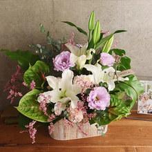 【お供え用】O・SO・NA・E flower 「8月のウッドボックスアレンジメント」