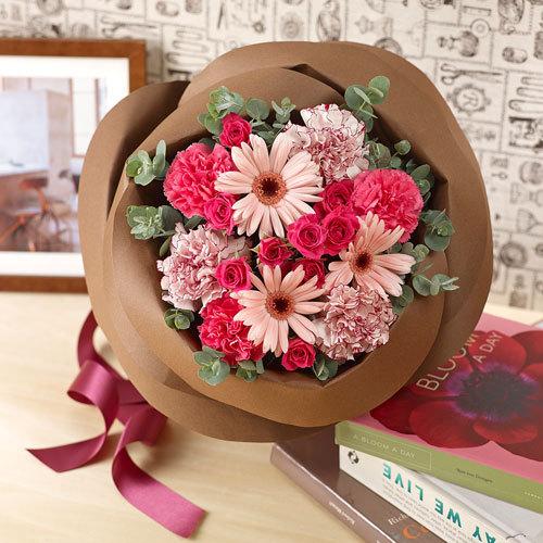 バラの形の花束 ペタロ・ローザ「スウィートガール」